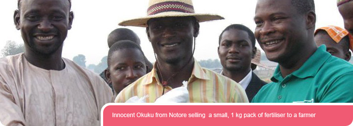 Innocent Okuku from Notore selling a small, 1 kg pack of fertiliser to a farmer