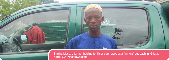 Shuibu Musa, a farmer holding fertiliser purchased at a farmers' outreach in  Gitata, Karu LGA, Nasarawa state